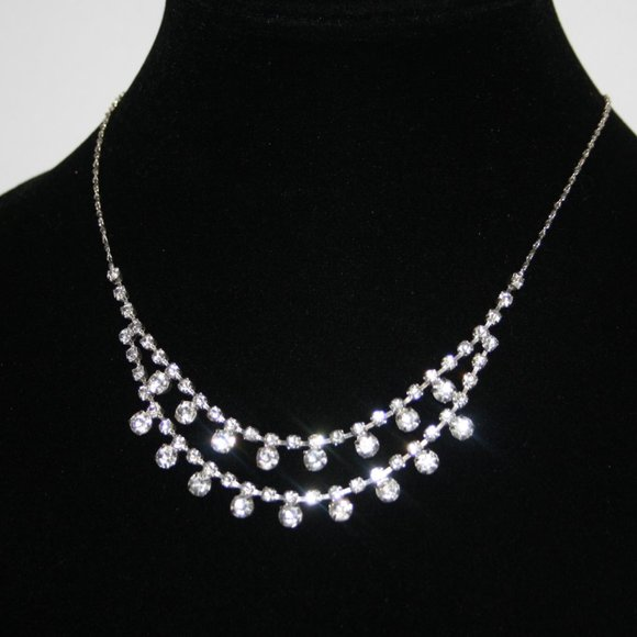 Vintage style silver and rhinestone necklace